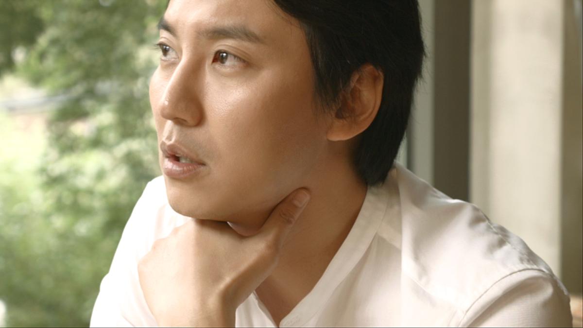 배우 김남길이 길을 읽어드립니다