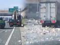 도로를 뒤덮은 낙하물, 위험천만한 '사고 원인'