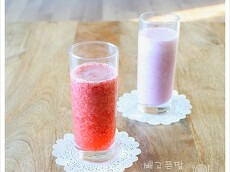 딸기로 만든 두가지 음료. 딸기우유와..