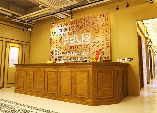 바로크풍 컨셉의 클래식한 스페인어학원 대표사진