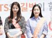 [포토엔]명동에 뜬 윤소이-박진희 '마음씨도 고운 미녀들~'