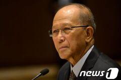 """필리핀 국방장관 """"中 남중국해 군사화 매우 문제"""""""