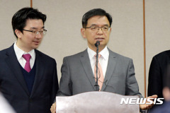 '실탄' 확보한 朴, 변호인단 보강 난항에 재판 연기