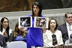 """트럼프 """"UN대사 교체' 농담에 썰렁..칭찬으로 급수습"""