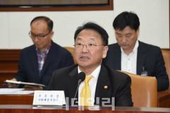 """유일호 """"경기 선순환 아직 이르다..대우조선 철저 관리"""""""