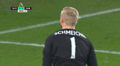 오늘 경기 여러 선방을 보여주는 슈마이켈 골키퍼/ 전반 45+1분