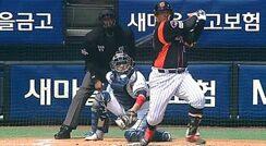 최준석 존재감 입증하는 선취 2타점 적시타 / 1회초