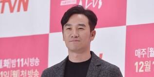 """엄태웅 측 """"해외여행 NO, 가족과 국내에 있다"""" [공식입장]"""