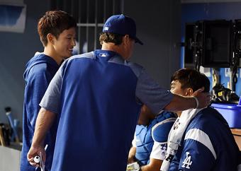[조미예의 MLB현장] 투정부리는 류현진, 달래주는 허니컷 코치