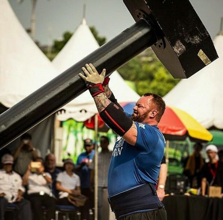 206cm 195kg