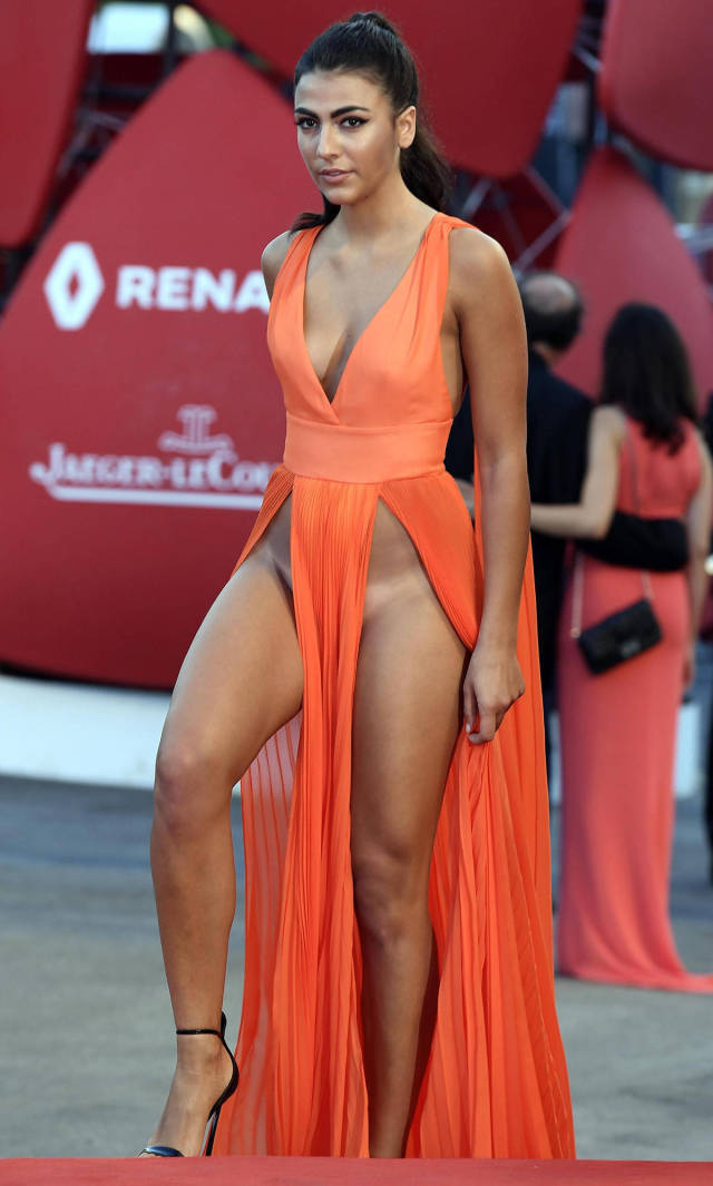 italian-models-shocking-outfits-at-venice-film-festival-red-carpet-_32th.jpg