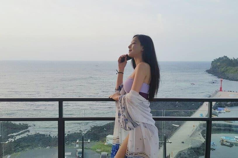 오승아 보라색 수영복 20180615 Dn 01.jpg