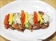 [양념삼겹살구이] 다양한 채소를 올려준 양념삼겹살구이