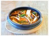 고기없이 얼큰하게 끓인 버섯매운탕