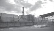 폭발로 인한 피해를 줄이기 위해 석관으로 체르노빌 핵 발전소를 봉인한 모습