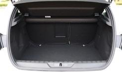 여유로운 공간을 자랑하는 푸조 308 GT라인 나파 레더 에디션