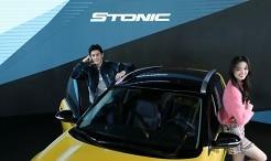 기아차, 투톤 루프와 가솔린 엔진 탑재된 '스토닉' 출시