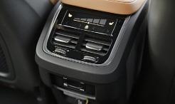 우수한 만족감을 선사하는 볼보 XC60의 2열 공조 컨트롤러