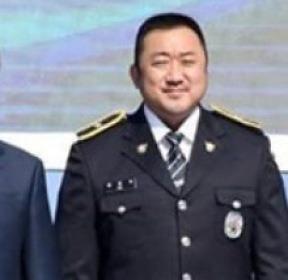 마동석, 문재인 대통령 만났다..명예경찰 위촉