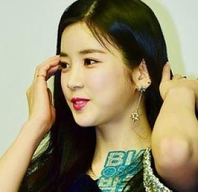 박초롱 '머리만 쓸어올려도 화보'