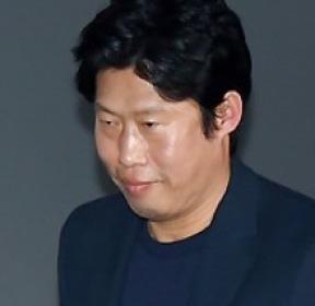 유해진 '패션 포인트는 하얀 운동화'