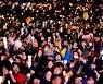 [경향포토][12.3 촛불집회]행진후 다시 광화문 광장에 모인 시민들
