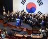 """[포토]문재인, """"강력한 국방력으로 안보 강화"""""""