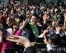 [사진]시민들과 함께하는 안철수 후보