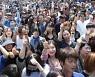 대선 첫 사전투표·인증샷 허용..'먼투족' 'V3' 마케팅