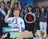[사진]생애 첫 투표로 '문재인 대통령'
