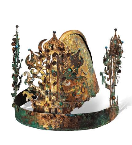 1917년 야쓰이 조사단이 나주 반남면 신촌리 9호분에서 발굴한 5세기께 금동관. 백제권 유적에서 유일하게 완형을 갖춘 채 나온 금동관이다. 제작지가 백제인지 마한인지를 놓고 학계의 견해가 엇갈리는 유물이다.