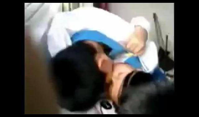 [쇼킹]대륙의 중학생 커플 교실서 폭풍 키스
