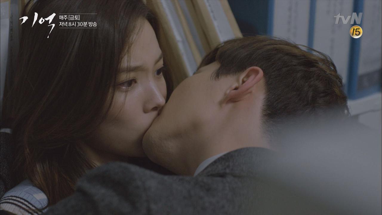 이준호, 윤소희 회사 내 키스