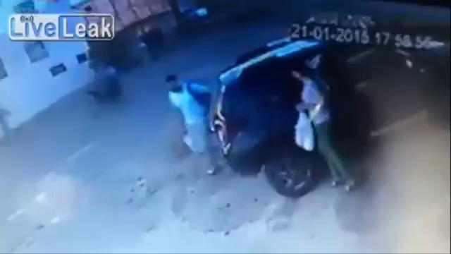 총 겨눈 강도 만난 남자의 반응