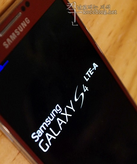 Galaxy S4 LTE-A, Galaxy S4, Galaxy S4 LTE-A hands on, Snapdragon 800, Snapdragon 800 Quadrant benchmark, Snapdragon 800 Antutu benchmark, LTE-A, LTE-A Speed, the world's first LTE Advanced-capable smartphone, the world's first LTE A smartphone