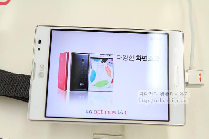 옵티머스 G 프로 스펙, LG IPS 디스플레이 장점, IPS 장점, IPS, PLS, 스마트폰, 플렉시블, Optimus G Pro, 스냅드래곤, S4, 5인치, 풀HD, 1920x1080, 스펙, 디스플레이, LG IPS, 대세, 유출, IT, 리뷰, 후기, 공개, 옵티머스 G 프로 스펙이 유출되어 나온 상태이죠. 아무래도 대응하기 위해서 나온 제품인데요. 프로세서는 스냅드래곤 S4 APQ 8064가 탑제되며 화면은 IPS 풀HD 해상도에 5인치 사이즈가 들어갔습니다. 배터리도 3000mAh로 향상이 있었는데 옵티머스 G 프로 스펙에서 디스플레이를 중요하게 생각한다고 저는 봅니다. 실제로 LG IPS 디스플레이 장점 때문에 스마트폰이나 모니터를 고를 때 중요한 영향을 받는 경우가 많으니까요. 이것은 컴퓨터에 대해서 저에게 견적을 많이 물어보는분들에게서도 들을 수 있었습니다. 자신은 꼭 이 모니터를 해야한다는것이죠. 사용자의 눈은 사실 금방 가지고 있는 것에 적응하긴 합니다. 스마트폰이 점점 크기가 커지고 큼직큼직해지면 처음에는 커서 불편하다가도 나중에는 그게 편하게 익숙해져버리죠.  물론 자신에게 가장 익숙한것이 가장 좋긴 합니다.