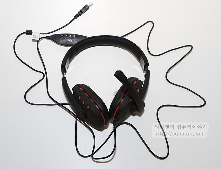 USB 헤드셋 추천, USB 헤드셋, USB 해드폰, PILLAR CH-7700USB, 스피커, 해드셋, 헤드셋, 리뷰, 후기, IT, 제품, 7000USB, 7700USB, 해드폰, 배틀필드3, 배틀필드3 헤드셋,USB 헤드셋 추천 하나 추천합니다. PILLAR CH-7700USB를 사용해봤는데요. 그전에 나왔던 모델보다 귀에 닿는 부분이 넓어져서 괜찮은것같네요. 무엇보다도 USB 헤드셋은 사용이 편리하다는 장점이 있습니다. 그냥 USB에 연결하면 동작을 하고 빼면 바로 분리가 됩니다. 뭐 물론 오디오단자도 마찬가지라고 할 수 있지만, 디지털 방식으로 잡음 없이 쓸 수 있다는 장점이 있죠. 배틀필드3에 PILLAR CH-7700USB를 써봤습니다. 실제로 게임할때 딜레이 없고 괜찮냐고 묻는분이 많아서인데요. 전혀 문제가 없네요. 게임하면서 전혀 밀리는 느낌을 못받았네요. 게임하면서 음성채팅용으로 사용하기에는 딱 적합합니다. 잡음도 없고 작은소리도 선명하게 들려주니까요. 음악 감상용이라기 보다는 해드셋에 더 최적화된 모델입니다.