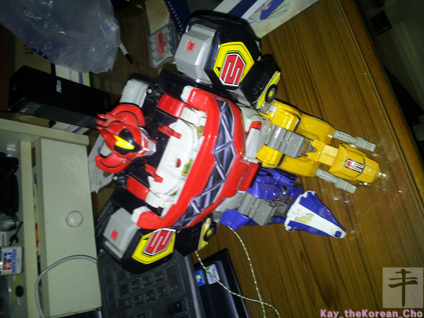 Mighty Morphin Power Rangers Megazord-corner