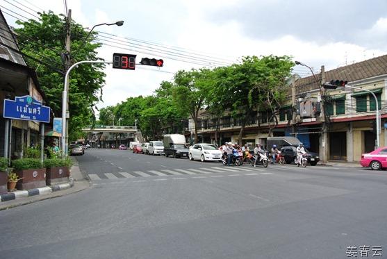 태국의 대중 교통수단 툭툭 – 일단 타기 전 흥정은 필수, 외국인들은 대개 바가지 씌우는 경향이 있어