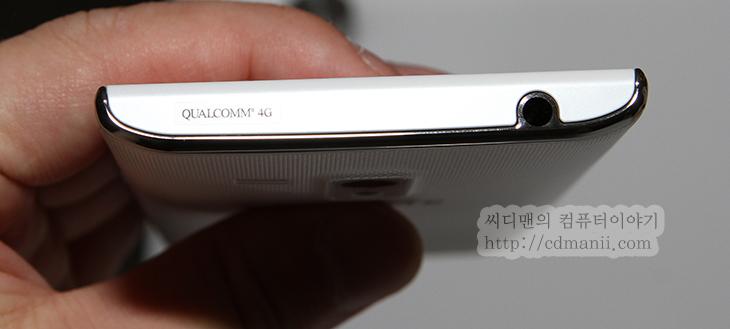 베가S5 사용기, 스펙, IM-A840S, 후기, 화면, 5인치, 그립감, IT, 스마트폰, 안드로이드, ICS, 반응속도, 외형, 디자인,베가S5 사용기 스펙 IM-A840S 후기  요즘 스마트폰이 점점 화면은 넓어지고 그림감은 좋아지고 있습니다. 이번에 5인치의 화면을 가진 스마트폰중에 가장 작은 크기로 나온 베가S5 를 사용해보니 스펙의 크기만큼 확실히 그립감은 좋더라라는 느낌은 있었습니다. 베젤도 상당히 얇은 두께로 나왔죠. 처음에 보면 5인치라는 크기는 잘 느껴지지 않았습니다. 전체적인 크기가 작아지고 실제로 손에 딱 쥐어져서 인지 그렇게 크다는 느낌은 안들더군요. 물론 베가S5도 케이스를 끼워보면 더 두꺼워질듯하긴 하지만 그래도 그렇게 그립감이 나쁠것같진 않습니다.  아쉬운점도 분명 있었는데 NFC 안테나를 케이스에 붙여놓아 다양한 케이스 사용을 제한하는 점이 있었고, 소프트웨어 버튼의 사용으로 실제 사용가능한 화면의 크기는 그렇게 광활하진 않더라는 점 이었습니다. 다만 이야기를 해보니 앞으로의 안드로이드가 화면의 터치버튼을 이용하여 더 많은 기능을 구현할 가능성이 크므로 이부분을 넣을지 뺄지에 대해서 SKY 자체에서도 고민을 많이 하고 있다라는 것 입니다. 전체적인 느낌은 하단의 공간도 많이 줄이고 화면이 크면서도 그림감이 괜찮고 전체적으로 무난하고 괜찮았던것 같습니다. 그럼 지금부터 베가 S5에 대해서 좀 살펴보도록 하죠.