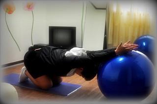 집에서 어깨 강화하기!! 짐볼을 이용한 어꺠 운동과 스트레칭.
