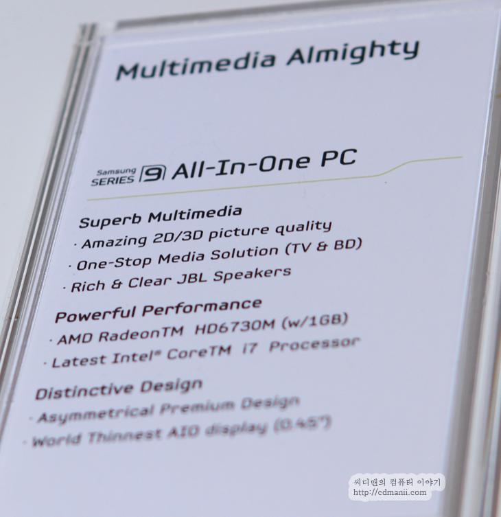 올인원 PC, 올인원 PC 시리즈9, DM-900A7A-A71, 올인원 시리즈 7, CES2012 후기, CES 2012, CES 2012 후기, 제품, 리뷰, 사용기, 후기, Review, 미국, 라스베거스, 전시장, 삼성부스, 삼성, SAMSUNG, IT, 올인원 PC 시리즈 9 DM-900A7A-A71는 일체형PC로 최고의 성능과 디자인을 만족하는 제품 입니다. 처음 봤을 때 TA950이 생각나는 디자인이었는데요. TA950에 아래 부분에 본체를 둔 디자인으로 되어 있습니다. 올인원 PC 시리즈 9는 Intel i7-2600S 프로세스를 사용하고 1TB의 하드디스크 USB 3.0과 블루레이 드라이브, HD6730M를 사용하는 등 성능 부분에서는 최고라는 느낌이 드네요. 올인원 PC중에서는 거의 최고의 사양을 가진 제품 입니다.