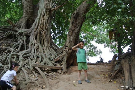 깐짜나부리 여행시 방문했던 사이욕 국립공원(Sai Yok National Park) – 아름다운 자연경관과 폭포가 인상적이었던 잊지 못할 장소 – 수영복을 미리 준비하면 좋아