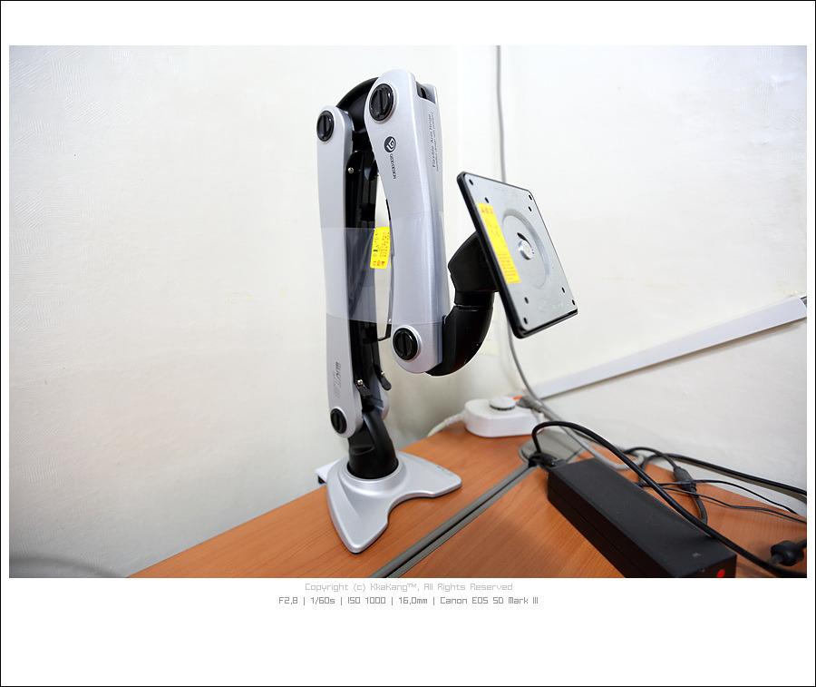 KkaKang™ :: 이것이 자유분방함 - 버팔로 에이스힌지텍 모니터 암