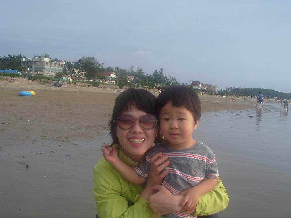 춘장대 해변에서 엄마랑