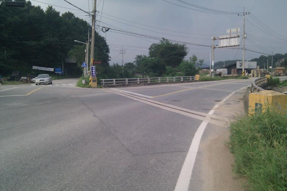 승용차가 나오는 방향으로 좌회전을 해야함~! 차량 통행이 많으므로 주의~!!