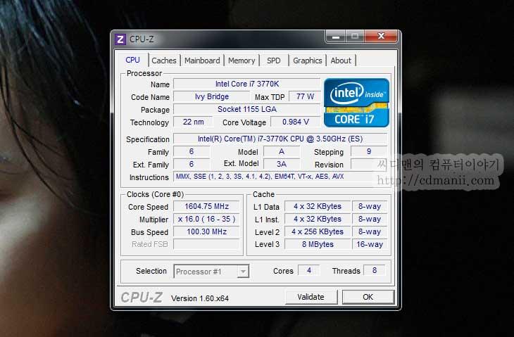 CPU-Z 1.60 다운로드 최신버전, CPU-Z 1.60, CPU-z 다운로드, CPUz, CPU-Z, 다운로드, IT, 보는법, 사용법, 아이비브릿지, i7-3770K, 정보,CPU-Z 1.60 다운로드 최신버전  아이비브릿지 i7-3770K ES버전을 지금 쓰고 있습니다. 아직 테스트할것이 많긴 한데요. 최신 프로세스를 처음에 확인할 때 가장 먼저 사용하는것은 CPU-Z 입니다. 버전이 1.60으로 올라와서 이제 아이비브릿지 프로세스를 정식으로 표기해줄 수 있게 되었는데요. CPU-Z 1.60을 다운로드해서 어떻게 나타나는지 보여드리도록 하겠습니다.  참고로 처음 프로그램을 띄운 뒤 자신이 알고 있던 클럭이 표기가 되지 않아서 문제가 있는게 아니냐고 묻는분들이 많은데요. 인텔과 AMD 모두 프로세스의 클럭을 모두 다 동작시키는게 아니라 유휴시에는 클럭을 낮춰서 전력을 아끼는 기술이 기본적으로 적용되어 있습니다. 물론 임의로 해제하고 쓸 수 있지만 처음에는 켜 있다는 것이죠. 때문에 클럭이 낮게 보일 수 있습니다. CPU-Z를 켜놓은 상태에서 과부하를 걸 수 있는 프로그램을 동작시켜보면 순간적으로 프로세스 클럭이 올라가는것을 볼 수 있습니다.
