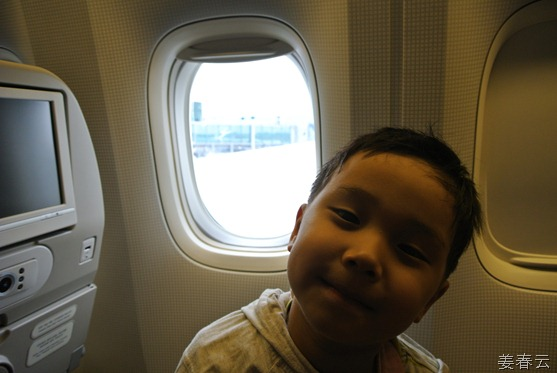 태국으로 출발하기 전 대한항공 항공기 안에서… - 강준휘