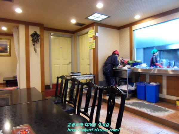 동해 오징어 보쌈 실내
