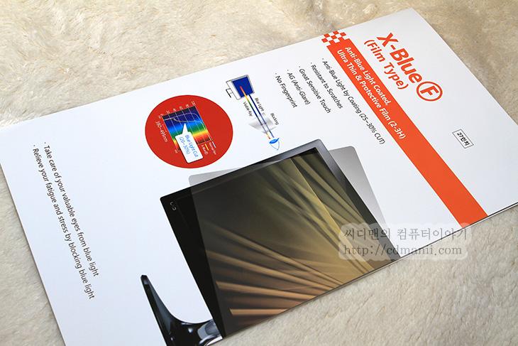 모니터 보호필름, 엑스블루, Xblue, 블루라이트 차단, 블루라이트 컷, 크로스오버, 모니터 난반사, 모니터 난반사 보호필름, 2730MD-P, 2730MD-P LED, 모니터, 보호필름, Monitor 블루라이트 컷액정보호필름, 27인치, 제품, 리뷰, 후기, 사용기,모니터 보호필름을 요즘은 잘 사용하지 않는듯하긴 하지만 제가 괜찮은 제품을 하나 소개해드리죠. 엑스블루 블라이트 차단 필름인데요. 블루라이트는 가시광선중 푸른색쪽에 있는 빛인데 이것이 눈에 문제를 좀 일으킵니다. 보통의 모니터 보호필름은 이런 블루라이트 차단 기능은 없는데요. 이 빛이 인체에 좋지 않은 영향을 준다고 합니다. 컴퓨터 모니터는 정말 오래 보고 있을것입니다. 눈이 빠져라 보고 있으니까요. 그리고 스마트폰도 요즘에는 참 오랫동안 보고 있는 경우가 많은데요. 이런 LED 라이트를 이용하는 모니터 경우 블루라이트는 모두 인체에 영향을 주게 된다고 합니다. 그래서 Monitor 블루라이트 컷액정보호필름 27인치를 준비해봤습니다. 사용할 모니터는 크로스오버 2730MD-P LED 왕의귀환 입니다. 이 모니터는 글래어 코팅이 되어있어 빛 반사가 좀 있는 편이긴 한데요. 이 필름을 붙이면 이 난반사도 잡아주게 됩니다.